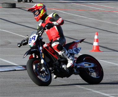 http://www.off-road.gr/uploads/files/superspy/2006/20061105-supermoto/pic-01.jpg